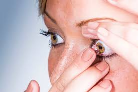 6 Makeup Tips for People Who Wear Contact Lenses in 2021